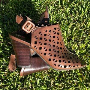 [Franco Sarto] Monogram Sandals w| Cut Outs Size 6